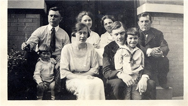 jablonskyfamilyabt1921_edit.jpg